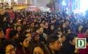 Hàng nghìn người ngồi lòng đường hành lễ giải hạn chùa Phúc Khánh