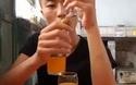 Chàng trai gây kinh ngạc với khả năng xếp thăng bằng những ly nước cam một cách khó tin