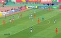 Bóng đập xà ngang khung thành Hà Nội FC ở phút 57