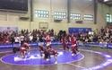 Sinh viên Ngoại thương trình diễn trong trận chung kết nhảy đối kháng VUG