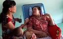 Ngọc Nhung được mẹ chăm sóc tại gia đình