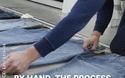 Những vết rách, sờn trên quần jean được tạo ra như thế nào?