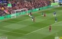 Pha dứt điểm của Henderson  khiến thủ thành Chelsea đứng nhìn