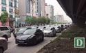 Dòng người đội mưa đổ về Hà Nội cuối ngày nghỉ lễ Giỗ Tổ