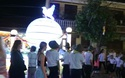 Du khách tham quan Hội An ngày lễ Phật đản