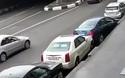 Nhầm chân ga khi đang đậu xe, tài xế gây tai nạn hàng loạt