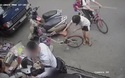 Chở trẻ nhỏ phía trước xe máy - Đừng để phải hối hận!
