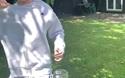 Anh chàng điển trai tham gia thử thách đá nắp chai hút 300.000 views