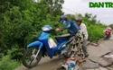 Sạt lở bờ kệnh, sụp lún lộ giao thông nông thôn ở Bạc Liêu.