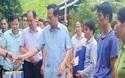 Bộ trưởng Đào Ngọc Dung thăm và tặng quà đồng bào vùng lũ huyện Quan Sơn
