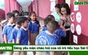 Đáng yêu màn chào hỏi của cô trò tiểu học Sài Gòn