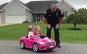 """Thú vị hai """"phượt thủ nhí"""" bị cảnh sát chặn xe kiểm tra"""