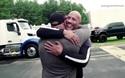Nam diễn viên Dwayne Johnson tặng xe cho diễn viên đóng thế gắn bó suốt 20 năm