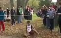Nỗ lực tuyệt vời của vận động viên marathon khiến nhiều người thán phục