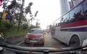Đường đông, ô tô còn thản nhiên đi vào làn ngược chiều