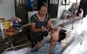Cô giáo Trang phải nằm một chỗ không còn nhận biết mọi vật xung quanh do căn bệnh teo não