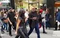 Kim Kardashian và chồng cùng sóng đôi xuống phố
