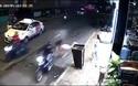 Cô gái bị giật túi xách ngã sấp mặt trên đường phố Sài Gòn