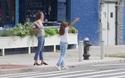 Katie Holmes xuống phố cùng con gái Suri Cruise