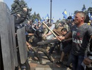 """Ukraine bất ngờ thành """"chảo lửa"""" sau cuộc bỏ phiếu về miền Đông"""