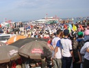 Hàng ngàn người chen nhau rời đảo Lý Sơn sau 2 ngày mắc kẹt