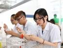 Sinh viên Công nghệ sinh học dùng chế phẩm nấm làm thuốc trừ sâu