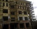 Phát hoảng với hệ thống giàn giáo ở công trình nhà 6 tầng