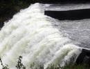 Hồ Kẻ Gỗ xả lũ, nước uy hiếp hàng ngàn hộ dân