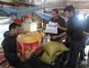 Quỹ Nhân ái hỗ trợ chăn ấm và gạo tới 2 mẹ con trong túp lều rách nát