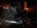 Xe khách đấu đầu xe container, 2 người chết, 10 người bị thương