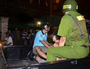 Cảnh sát khống chế kẻ ngáo đá hành hung mẹ rồi đòi đốt nhà