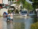 TPHCM: Nhiều tuyến đường, khu dân cư lại chìm trong biển nước