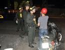 Bắt đối tượng cắn vào tay cảnh sát cơ động