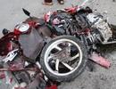 Container nghiền nát xe máy, 2 người bị thương