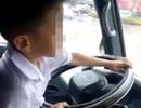 Đã tìm được bé trai 6 tuổi điều khiển xe ô tô trên đường