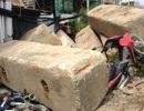 10 khối bê tông lăn vào nhà dân, đè nghiến 5 xe máy