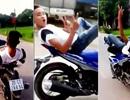 Thanh niên biểu diễn lái xe máy bằng chân lĩnh phạt nặng