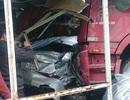 Xe tải cán hàng loạt phương tiện, tông thẳng vào nhà dân