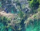 Sơn vách núi thành màu xanh cho hợp phong thủy