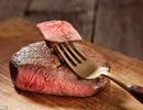 Nên ăn thịt bò hoặc cá hồi mỗi ngày
