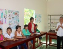 Lớp học không bảng đen của cô giáo già với trẻ em nghèo