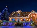 Ngôi nhà đẹp lung linh nhờ đèn trang trí mùa Giáng sinh