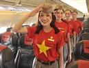 Ngắm tiếp viên hàng không mặc đồng phục cờ đỏ sao vàng mừng Quốc khánh