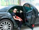 NTK Đức Hùng đi siêu xe chấm thi