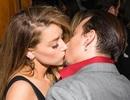 """""""Cướp biển"""" Johnny Depp tình tứ bên vợ quyến rũ"""