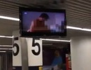 """Hành khách bất ngờ được """"chiêu đãi"""" phim X tại sân bay"""
