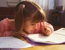 Vì sao làm bài tập về nhà lại khiến trẻ dễ bị cận thị?