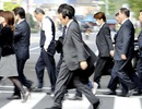 Vì sao Nhật Bản tính đổi giờ làm?