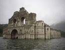 Nhà thờ 400 tuổi lộ ra dưới đáy hồ cạn nước