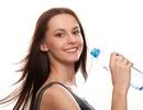 Vì sao không nhất thiết phải uống 2 lít nước mỗi ngày?
